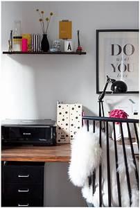 Erste Eigene Wohnung Was Braucht Man : ein blick in meine wohnung mein schreibtisch ein mix aus design und diy hafenmaedchen ~ Markanthonyermac.com Haus und Dekorationen
