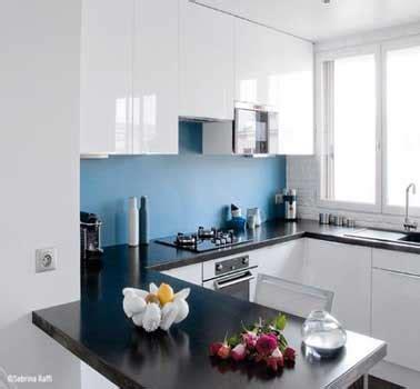 cuisine simulation crédence cuisine déco bleu dans cuisine blanche