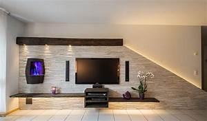 Steinwand Wohnzimmer Tv : hifi integration in steinwand mit weinfass und beleuchtung ~ Bigdaddyawards.com Haus und Dekorationen