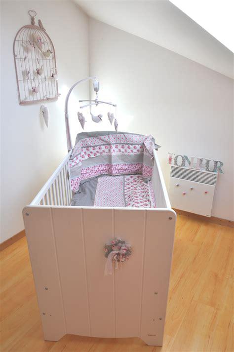 chambre avec tete de lit chambre enfant nature mon bébé chéri bébé