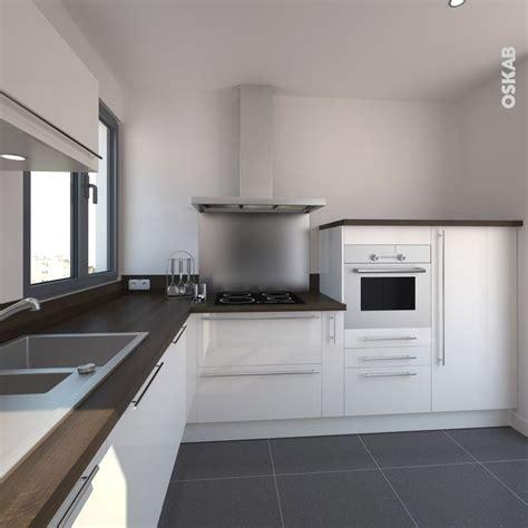 implantation cuisine en l cuisine blanche et bois moderne et épurée
