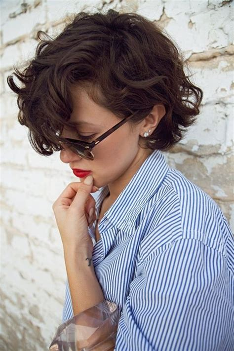 chic short curly hairstyles  summer pretty designs