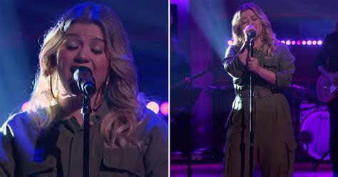 Watch Kelly Clarkson Cover Billie Eilish's