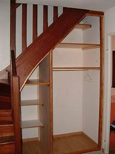 Placard Escalier : j ai d couvert un amenagement placard sous escalier ~ Carolinahurricanesstore.com Idées de Décoration