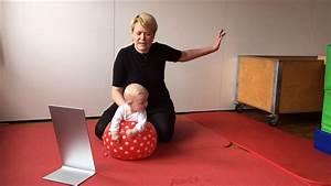 Spielzeug Für 8 Monate Altes Baby : baby fritz 4 5 monate spielanregung in bauchlage auf dem wasserball youtube ~ Yasmunasinghe.com Haus und Dekorationen
