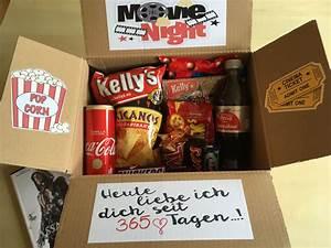 Kleines Geschenk Für Freund : 365 tage jahrestagsgeschenk boxgeschenk movie night box als geschenk f r meinen freund zum 1 ~ Watch28wear.com Haus und Dekorationen