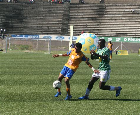 Taça Moçambique Chiquinho Conde Recebe Taça Como Presente