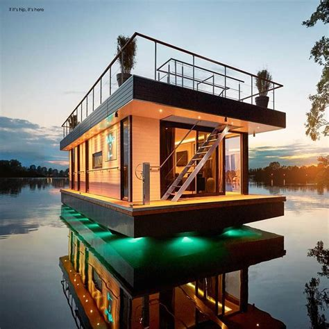Luxury Pontoon Houseboat by 17 Best Ideas About Luxury Pontoon Boats On