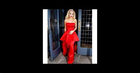 Rita Ora : un étrange photoshoot sans sourcil   Premiere.fr