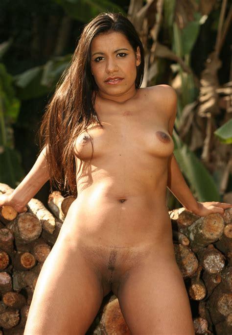 Busty Indian Nri Girl Posing Nude Photos नंगी लड़की की फोटो