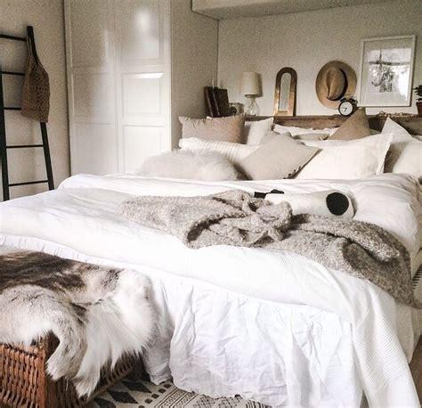 big fluffy white comforter big fluffy white comforter white window curtains