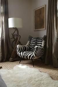 Pouf Fourrure Blanc : le fauteuil z bre dans 40 photos inspirantes ~ Teatrodelosmanantiales.com Idées de Décoration