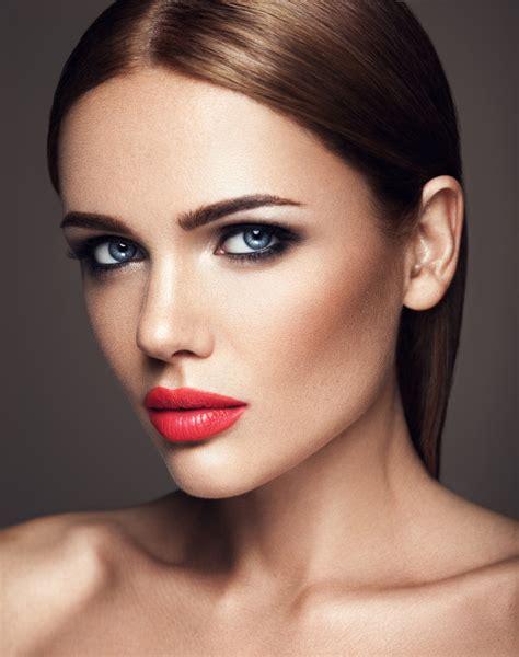 Définition du mot maquillage dans le dictionnaire Mediadico.