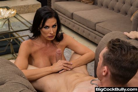 Reagan Foxx Gets Her Mature Pussy Eaten And Fucked Deep