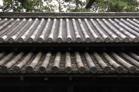 japanisches dach geziegelt mit wappen japanese roof
