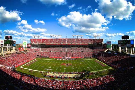 fans struck  lightning  stadium  packers