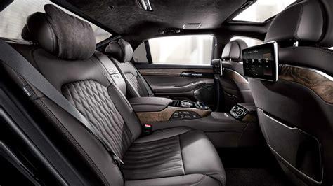 hyundai genesis  luxury sedan unveiled