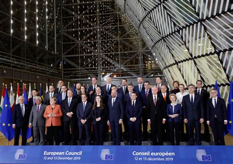 EU leaders show brief unity in family photo, without UK ...