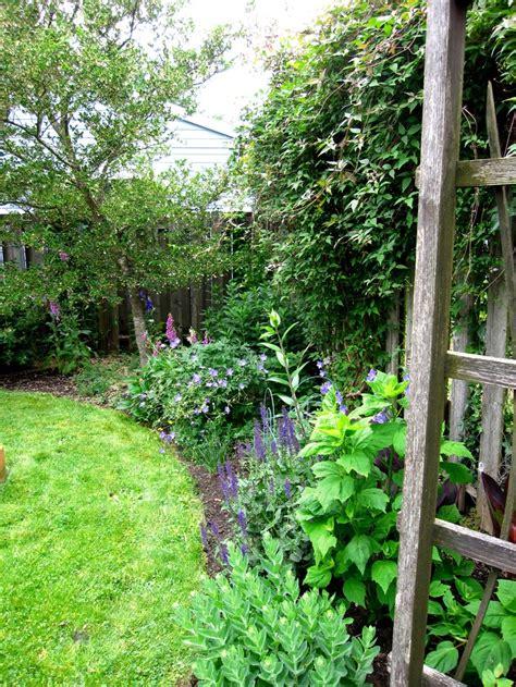 garden border fence functions of garden border fence margarite gardens
