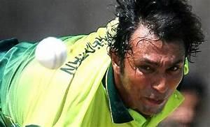 IPL 8: KKR reunites Azhar Mahmood and Wasim Akram