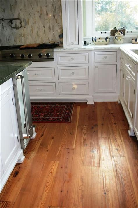 kitchen wooden floors 1000 images about wide plank pine floors on 3514