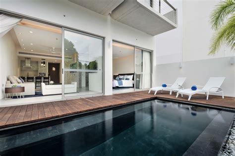 bedroom beach pool suites suite  clipgoo