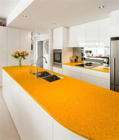 plans de travail cuisine plan de travail jaune cuisine