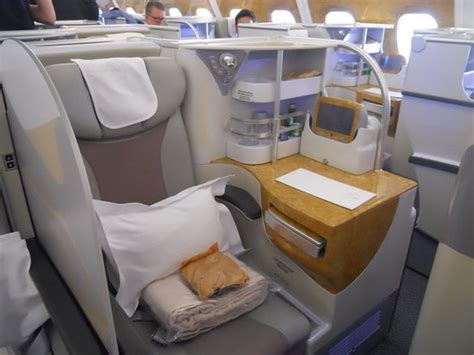 siege a380 emirates business class seat on a380 not bad picture of