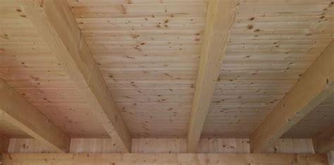 Decke Abstützen Mit Holzbalken by Wie Kann Ich Etwas An Einem Holzbalken Decke Befestigen