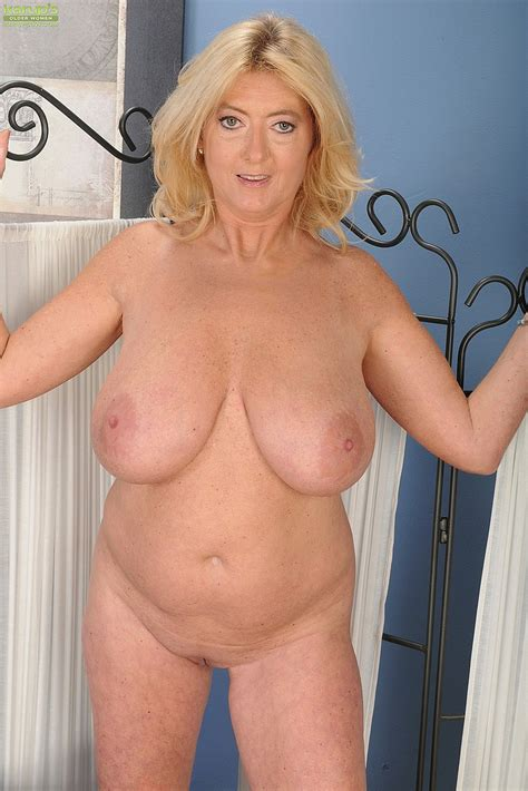 busty milf tahnee taylor caress her pink miffy moms archive