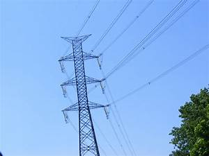 isolation - Why are the high voltage overhead power lines ...