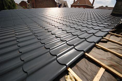 pose panneau tuile revetements modernes du toit