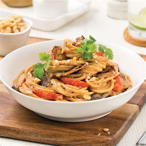 pates chinoises au boeuf p 226 tes au bœuf et arachides soupers de semaine recettes 5 15 recettes express 5 15