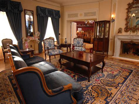 livingroom suites mouseplanet photo tour disneyland s new disneyland dream suite by adrienne vincent phoenix
