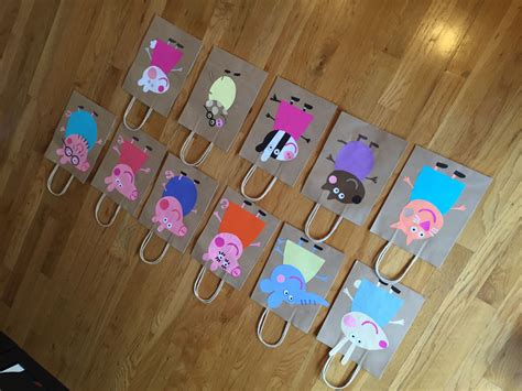 Peppa Pig Party Bags. Construction Paper + Simple Brown