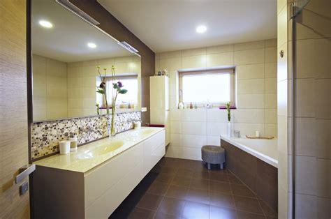 Dvě útulné Koupelny V Domě