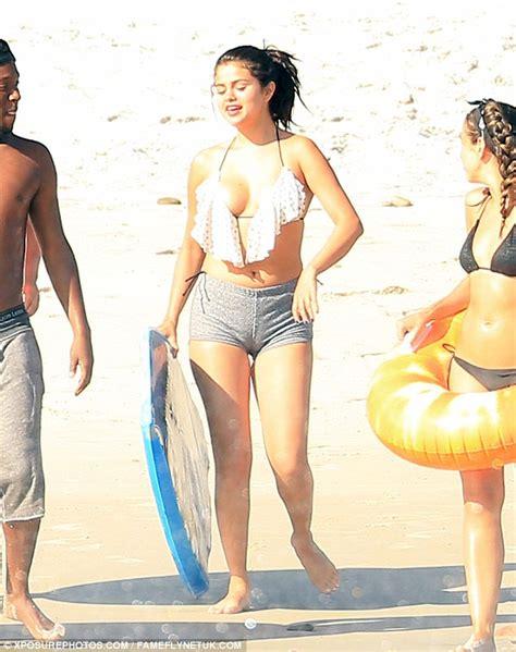 Selena Gomez Naked 19 Photos | ?? The Fappening! Leaked Nude Celebs