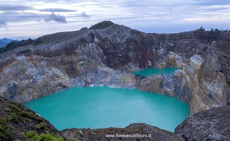kelimutu crater lakes ende flores island