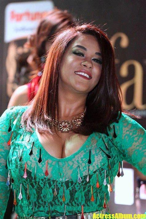 actress mumaith khan hot  iifa utsavam awards