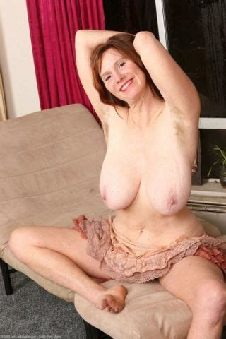 Saggy Tit Breeze Shows Her Hairy Mature Pussy Pichunter