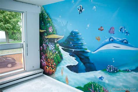 fresque chambre bébé décoration graffiti sur le thème fond marin et nemo
