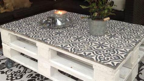 muebles de palets decorados  azulejos hidraulicos