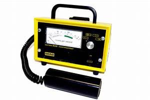 File:Portable Geiger counter series 900 mini-monitor.jpg