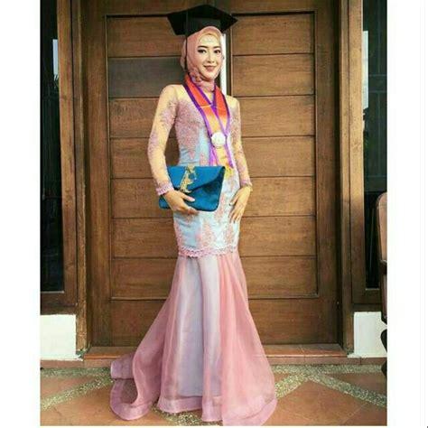 gaun kebaya graduation