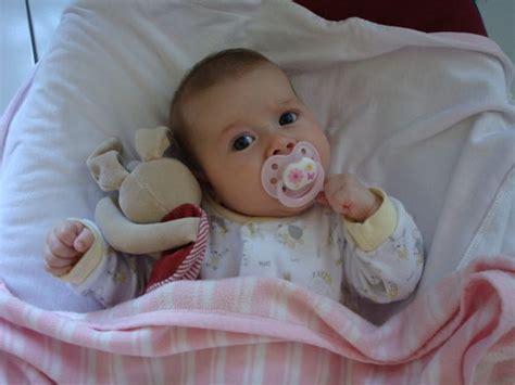 quand faire dormir bébé dans sa chambre comment aider mon bébé à faire ses nuits babycenter