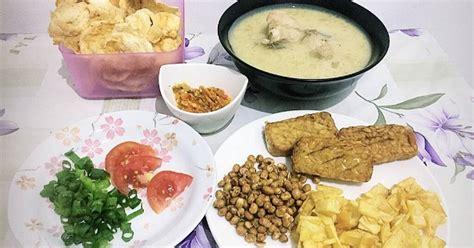 Seperti soto ayam lamongan, soto ayam santan dengan ciri kuah santan, soto ayam bening dengan ciri kuah bening, soto kuah susu berwarna putih seperti pada soto betawi, dan masih banyak lagi. 988 resep soto ayam santan enak dan sederhana - Cookpad
