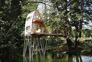 Comment Faire Une Cabane Dans Les Arbres : installer une cabane baumraum en bois dans les arbres ~ Melissatoandfro.com Idées de Décoration