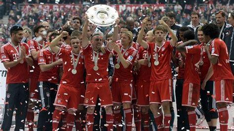 Bayern lift Bundesliga trophy after win over Augsburg ...
