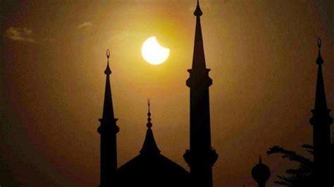 Ushalli sunnata tahiyyatal masjidi rak'ataini shalat gerhana bulan disebut shalat khusuf, sedangkan shalat gerhana matahari disebut shalat. Tata Cara dan Niat Shalat Gerhana Matahari atau Kusuf, Lengkap dengan Waktu Terjadinya GMC ...