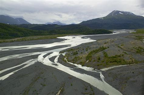 File:Braided River Outwash Plain.jpg - Wikimedia Commons